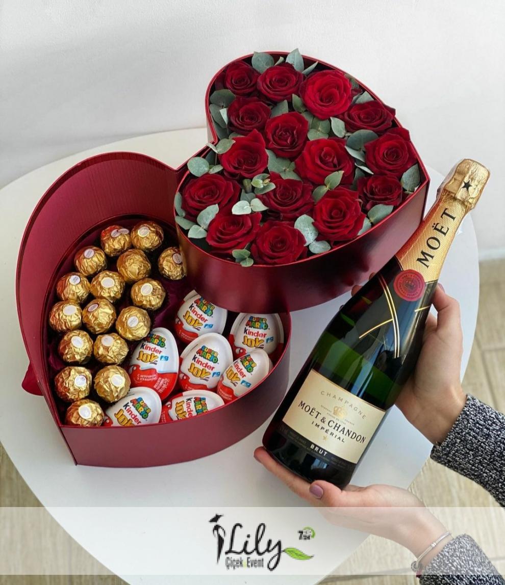 kutuda güller ve çikolatalar şampanya eşliğinde