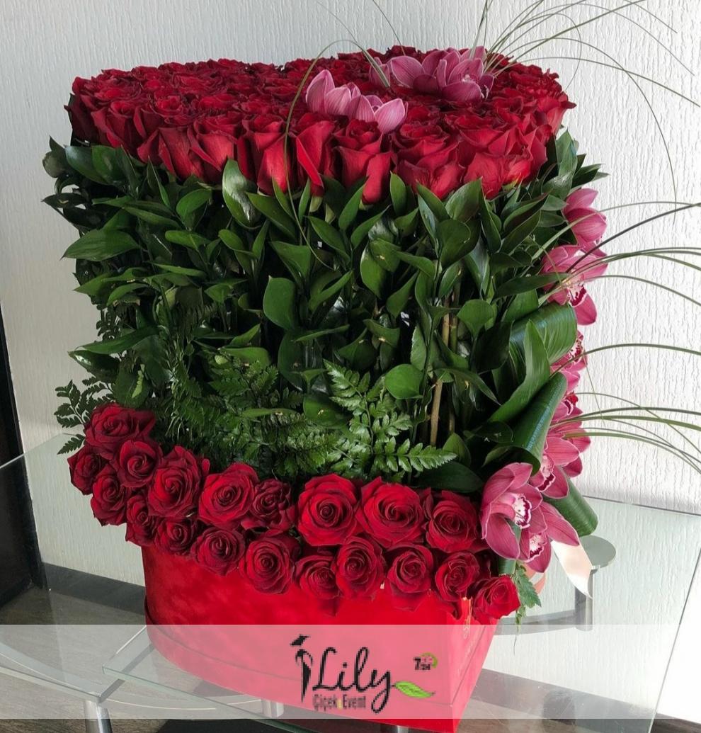 kadife kutuda güller ve orkideler vip
