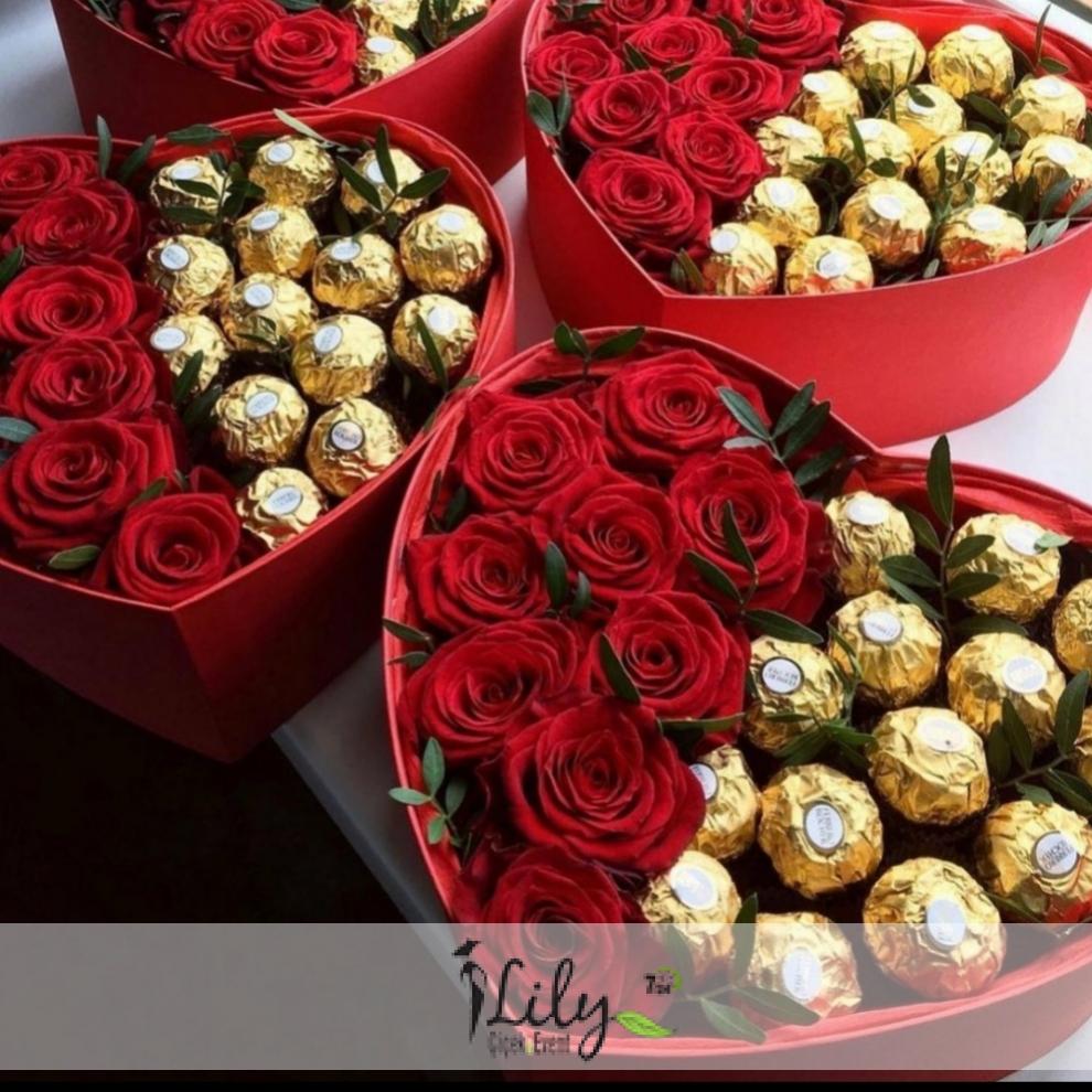 kalp kutuda ekvator güller ve özel çikolatalar