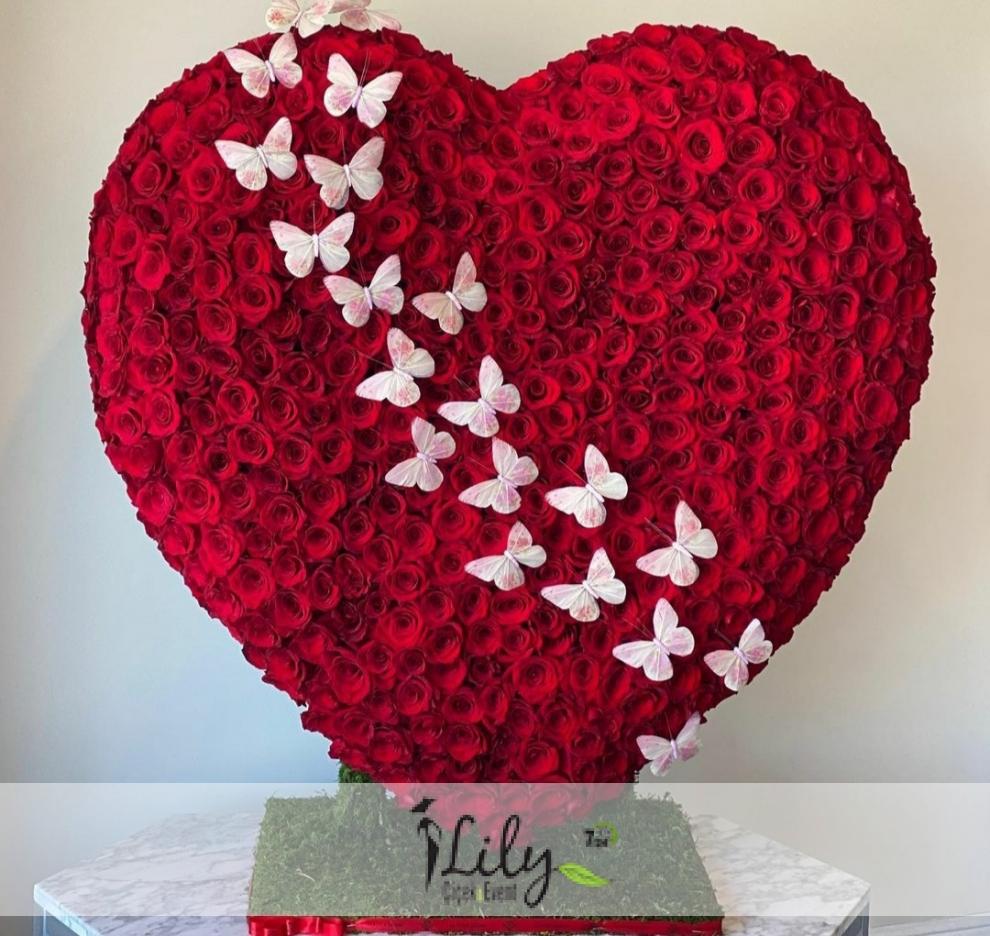 500 adet güllerden kalp tasarım