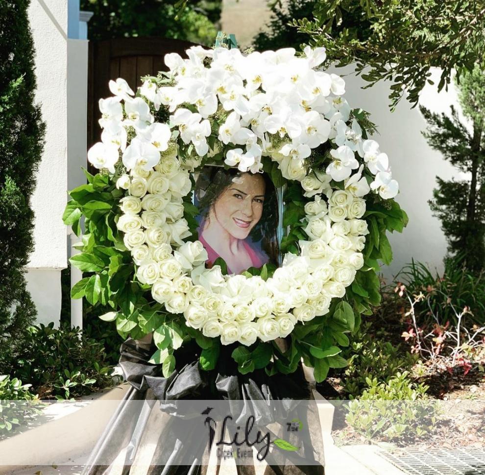 gül ve orkidelerden vip cenaze çelengi