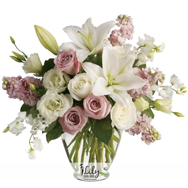pembe ve beyaz mevsim çiçekleri