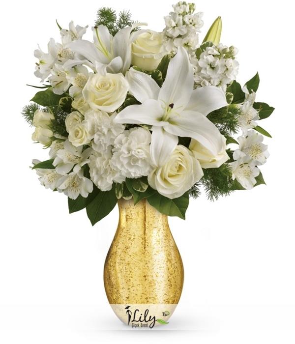 vazoda lilyumlar ve güller