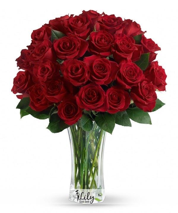 Vazoda ithal 41 adet kırmızı güller