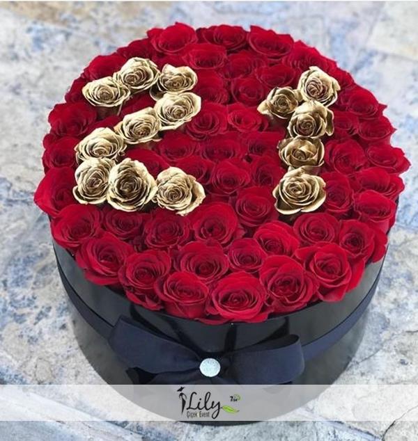 Kutuda kırmızı güller