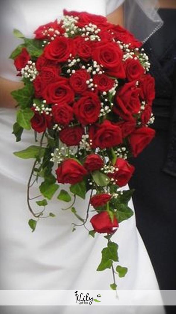 kırmızı güllerden gelin el buketi