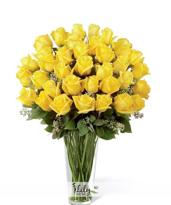 Vazoda 33 adet sarı güller