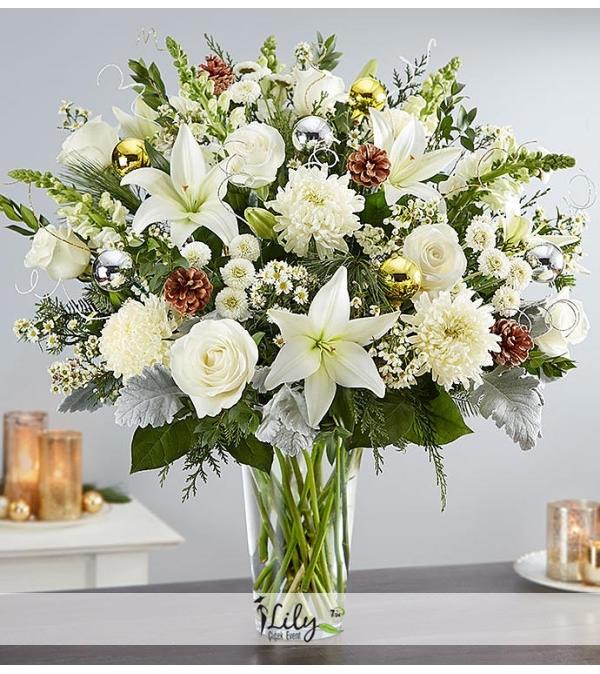 vazoda beyaz mevsim çiçekleri