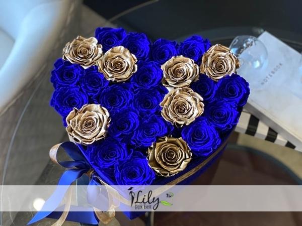 kalp kutuda mavi ve gold güller