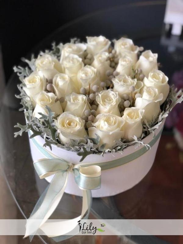 kutuda ithal beyaz güller