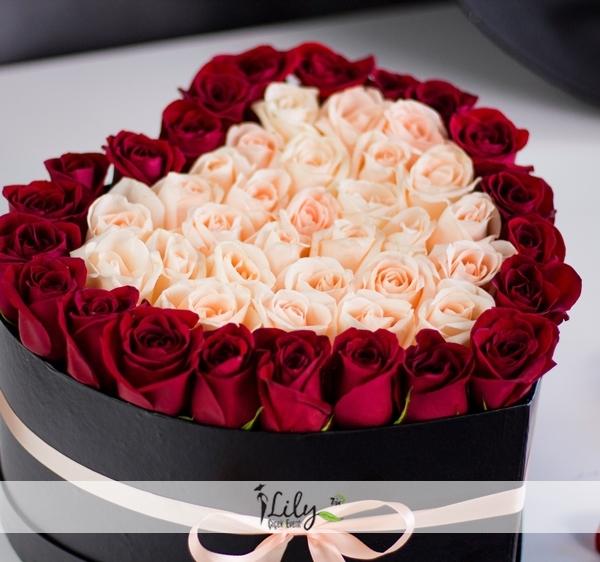 kırmızı ve somon güller kalpte
