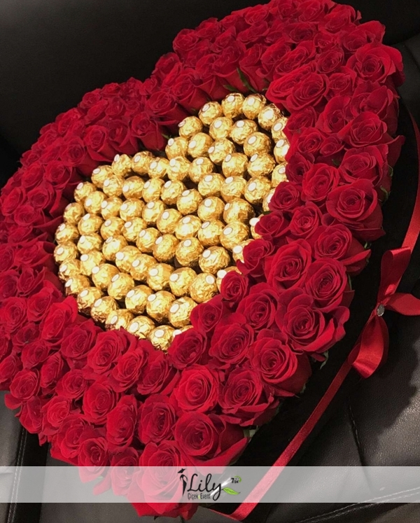 kalpte güller ve çikolatalar ( büyük-küçük boy )
