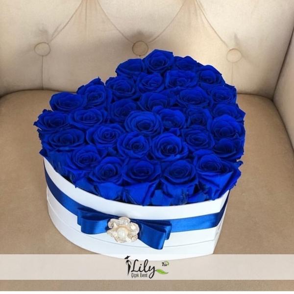 kutuda 41 adet mavi gül