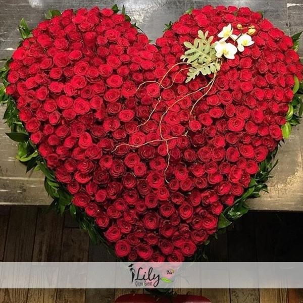 151 adet güllerden kalp