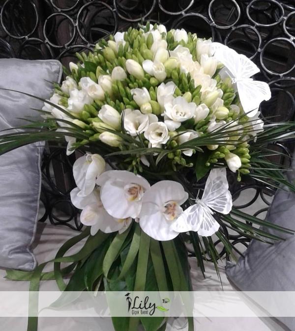 özel frezya buketi ve orkideler