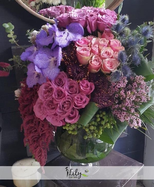 Vanda orkide ve güller VIP
