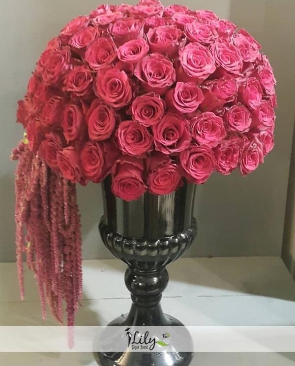 özel vazoda kırmızı güller