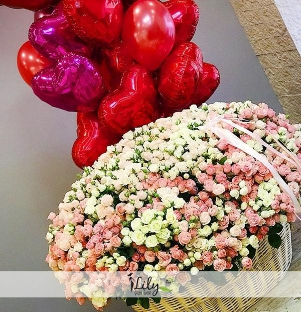 vip sepette çardak güller ve balonlar