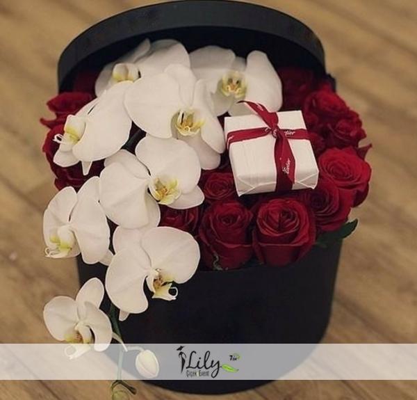 kırmızı gül ve orkide kutusu