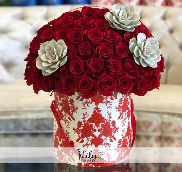 Kutuda şirin kırmızı güller VIP