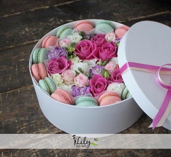 renkli güller ve makaronlar