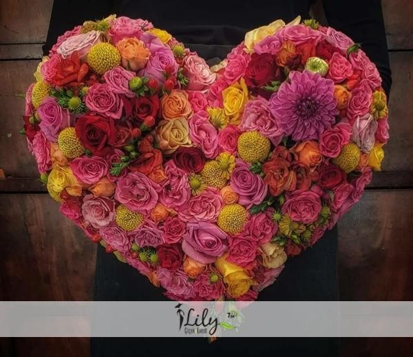 soft tonlarda kalp güller