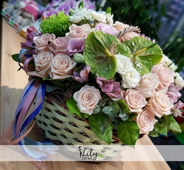 sepette güller ve antoryumlar