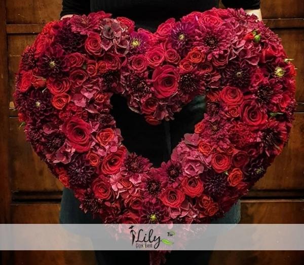 kırmızı güllerden özel korbey