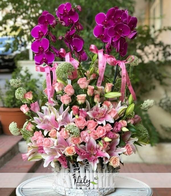 4 dal mor orkide ve güller