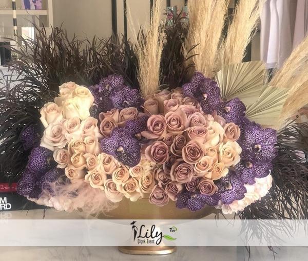 gondolda vanda orkideler ve güller vip