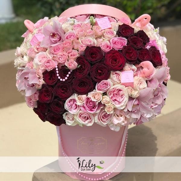 pembe kutuda güller ve orkideler vip