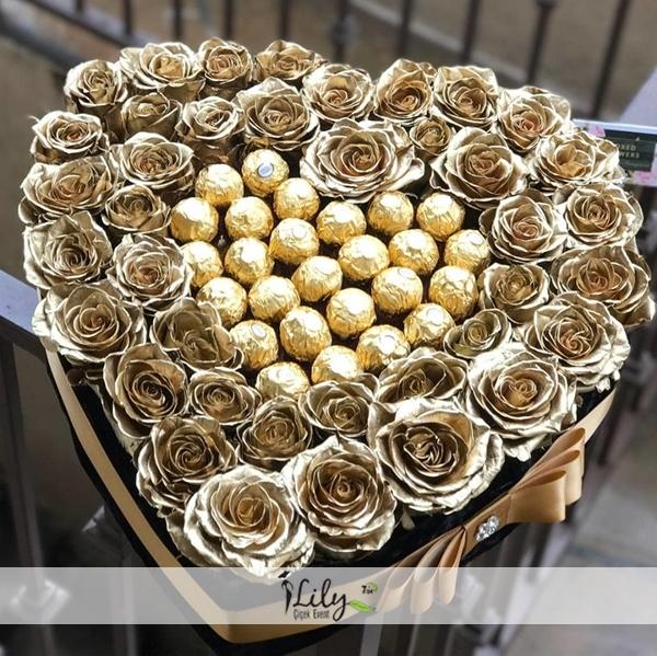 vip kutuda gold güller çikolatasıyla