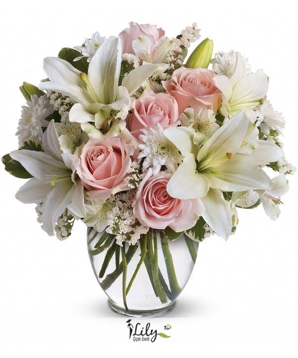 fanusta lilyum ve pembe güller