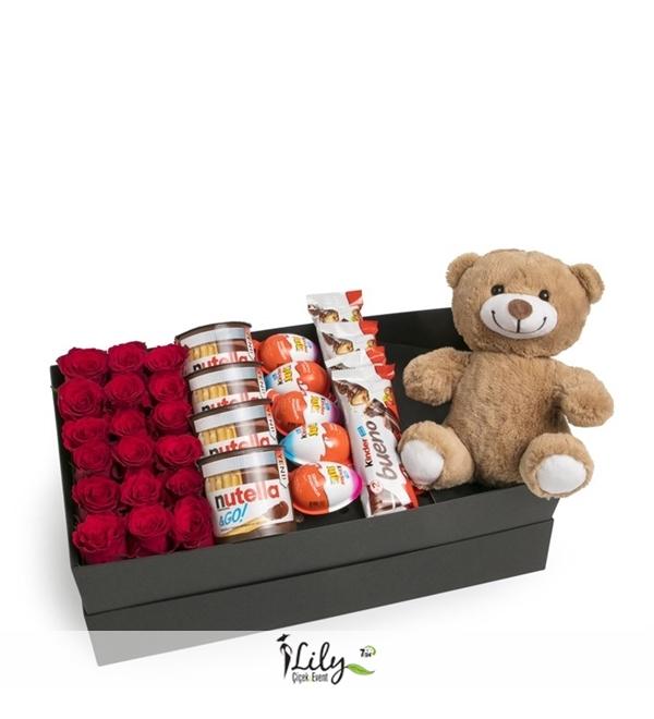 uzun kutuda güller ve çikolatalar