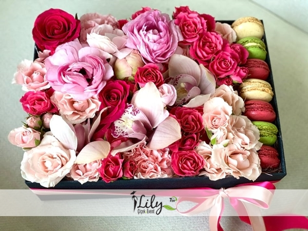 kutuda güller ve makaronlar