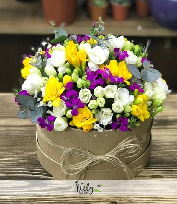 kutuda mevsim çiçekleri