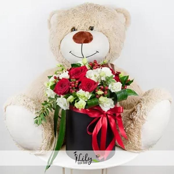 kutuda güller ve şirin ayıcık