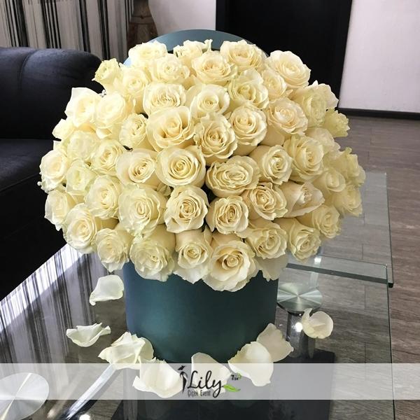 kutuda 41 adet beyaz güller