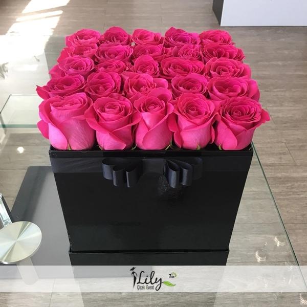 kare kutuda özel pembe güller
