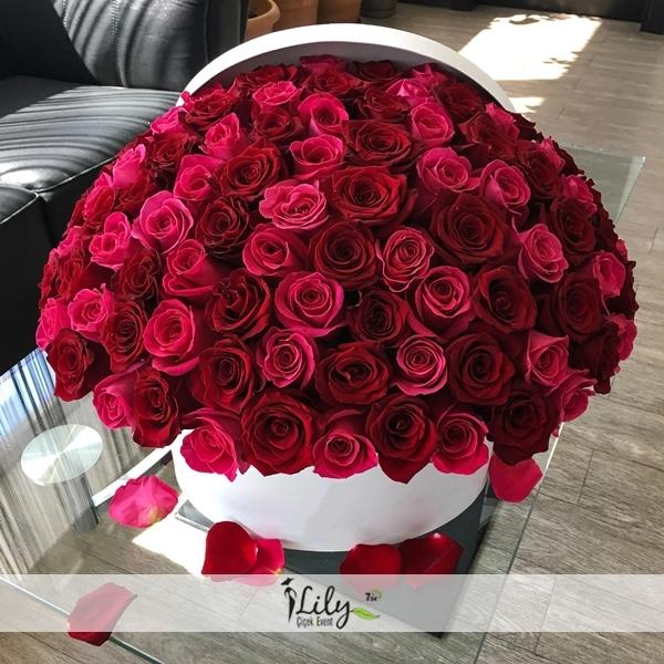 kutuda pembe ve kırmızı güller51 adet