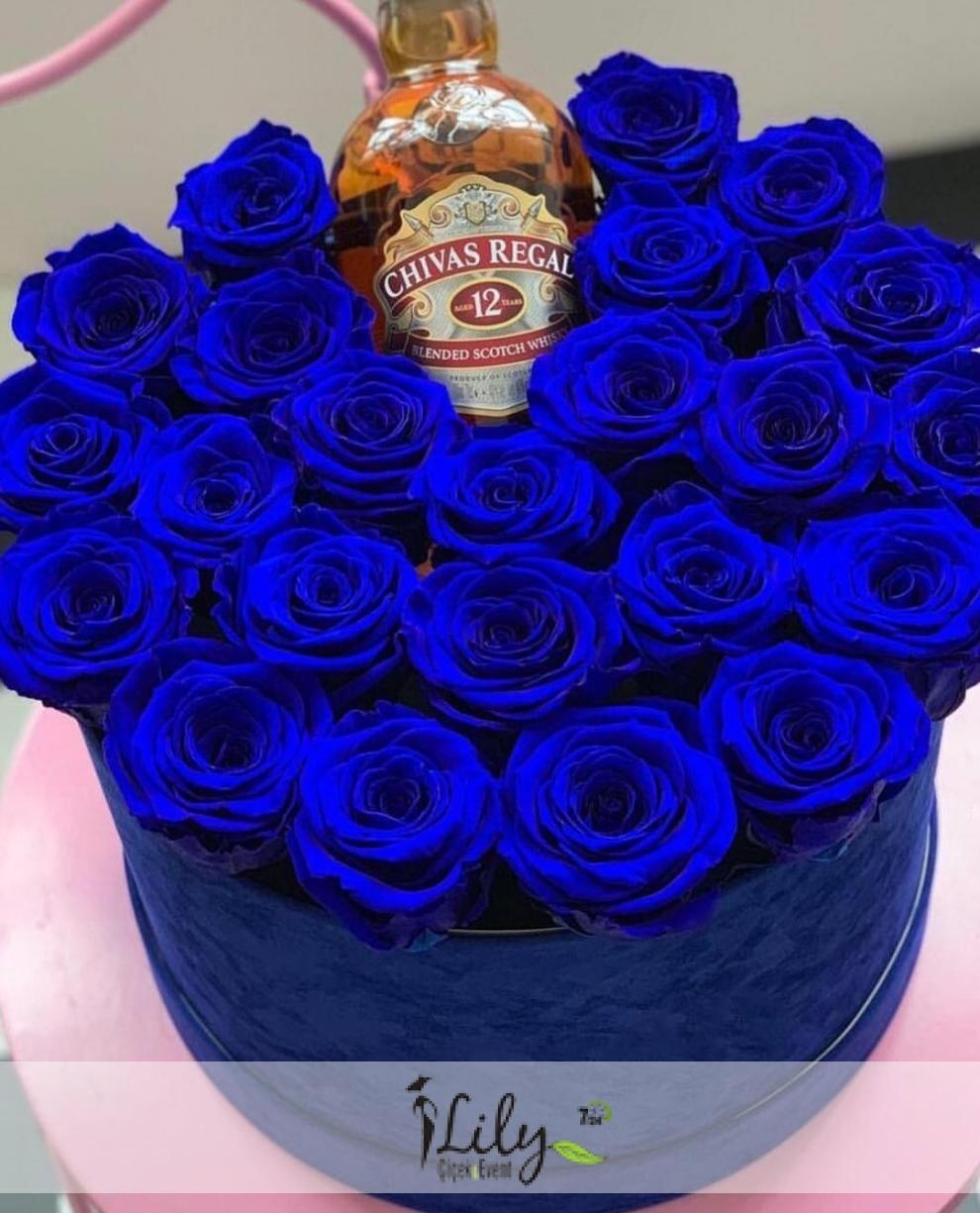kutuda 23 adet solmayan mavi gül ve viskisi