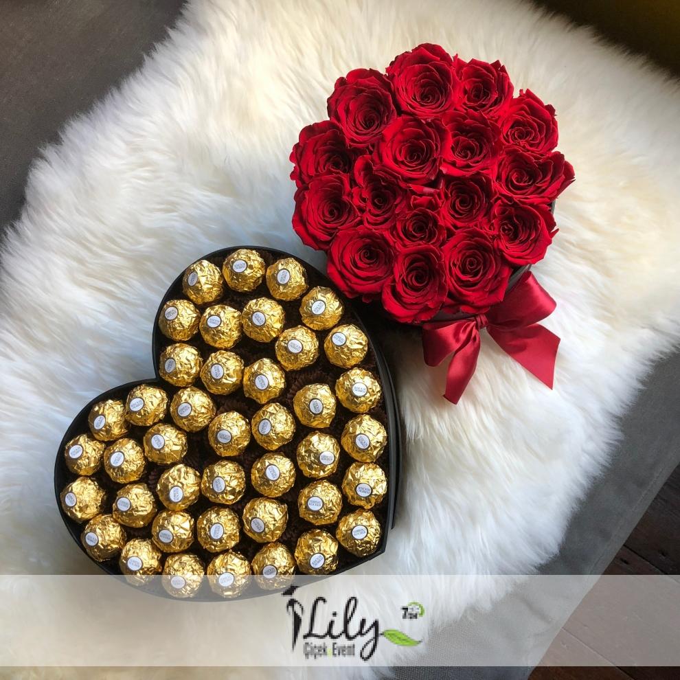 kalpte çikolatalar ve güller